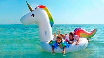 La OCU recomienda que los niños no usen colchonetas en el mar