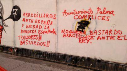 """Pintadas de """"bastardo"""" y """"traidor"""" a Noguera y """"gitano piojoso"""" a Picornell en el Voltor Negre"""