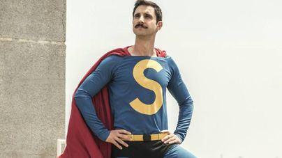 Vea la descacharrante parodia de Superlópez cayendo a la Tierra
