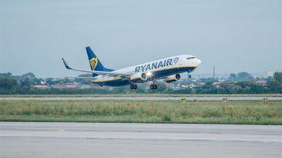 Miles de pasajeros afectados por la cancelación de 400 vuelos de Ryanair este viernes