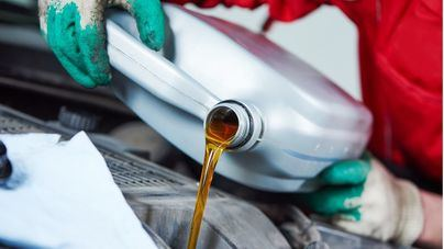 Recogen y reciclan 2.615 toneladas de aceite industrial en Balears en un año
