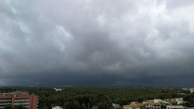 Nubes y tormentas fuertes esta noche en el norte de Mallorca