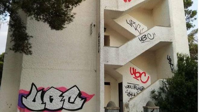 La Policía investiga la aparición de nuevas pintadas en Cala Figuera