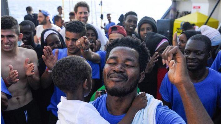 El Aquarius busca un puerto europeo para 141 inmigrantes