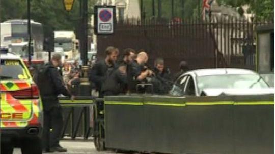 Investigan como terrorismo el choque de un coche junto al Parlamento británico