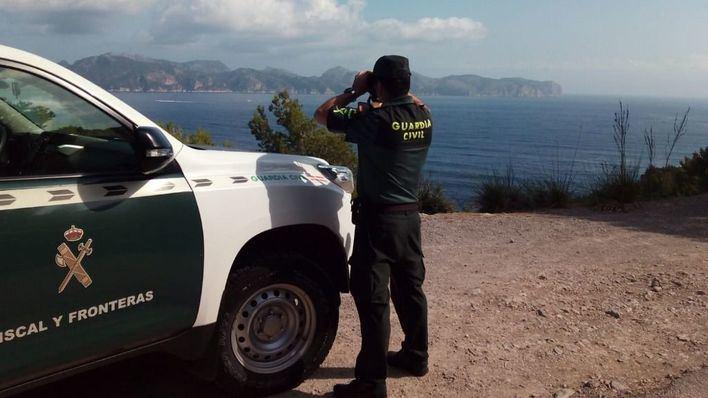 Localizada en Cala Salada la patera avistada el lunes con dos inmigrantes