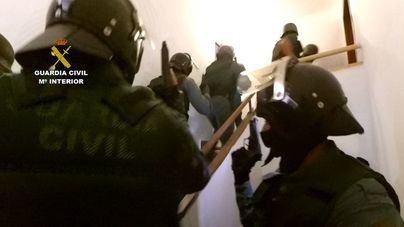 Imagen de la Guardia Civil en plena operación