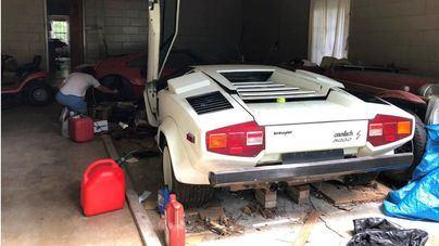 Descubre un Ferrari y un Lamborghini valorados en 600.000 euros en casa de los abuelos