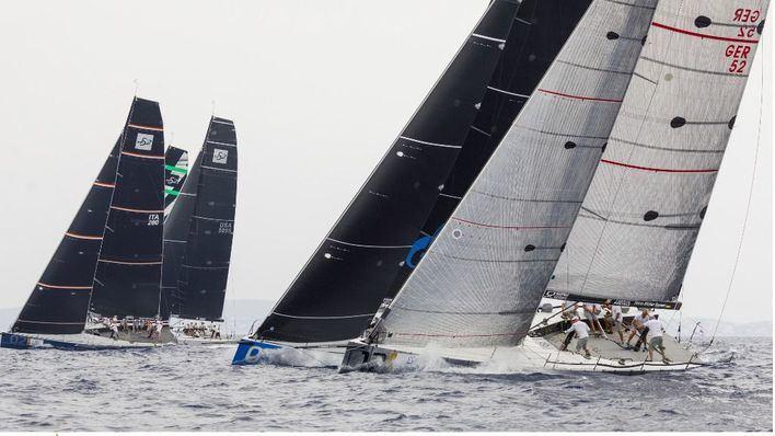 Una decena de barcos compiten en la prestigiosa regata 52 Super Series