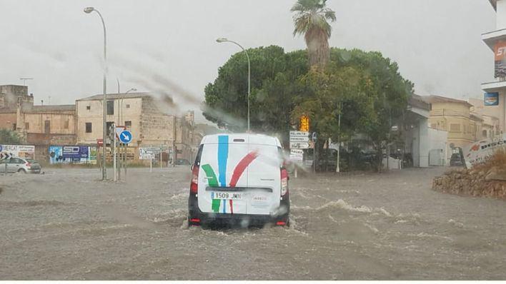 Cerrada la carretera de Campos a la Colònia de Sant Jordi por lluvias
