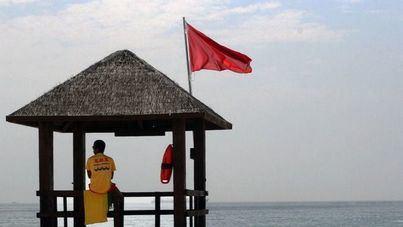 La bandera roja ondea de nuevo en las playas palmesanas