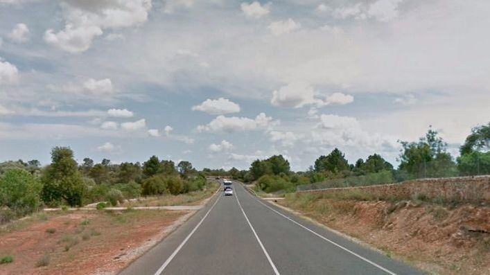 Buscan el Renault Clio de color granate a la fuga que atropelló mortalmente a un joven de 20 años