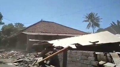 Aumentan a 10 los muertos en el nuevo terremoto de Lombok en Indonesia