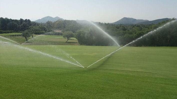 Multados tres campos de golf en Mallorca por sondeos ilegales para regar con aguas subterráneas