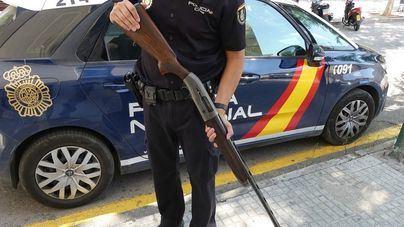 Detenidos dos jóvenes, uno de ellos menor, por robar dos escopetas de una finca en Son Macià