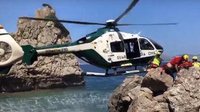Continúa grave la niña alemana de ocho años rescatada tras caer por un acantilado en Alcúdia