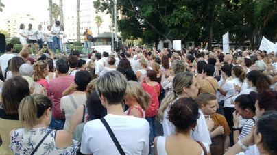 500 personas acuden a la concentración de las 'Kellys' por la regulación de las camareras de hotel