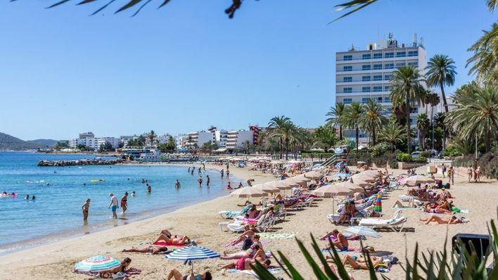 Investigan la muerte de un británico de 39 años hallado en la habitación de un hotel en Ibiza