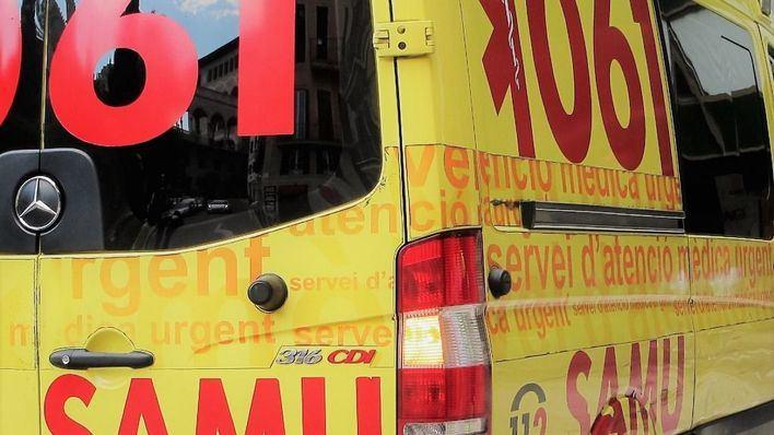 Herido grave un motorista de 35 años tras chocar contra un coche en la carretera a Sa Coma