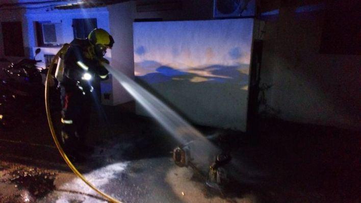 Un incendio calcina siete motos en un aparcamiento en Formentera