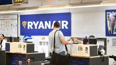 Facua denuncia a Ryanair ante la AESA y Consumo por el cobro del equipaje de mano