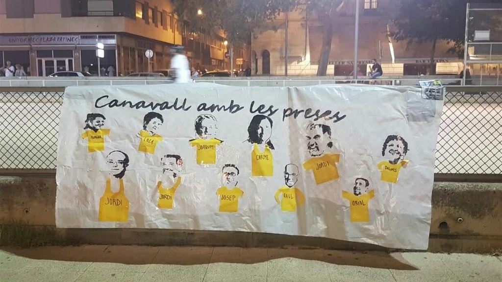 Actua Baleares retira las esteladas, pancartas y los lazos amarillos de un acto de Arran
