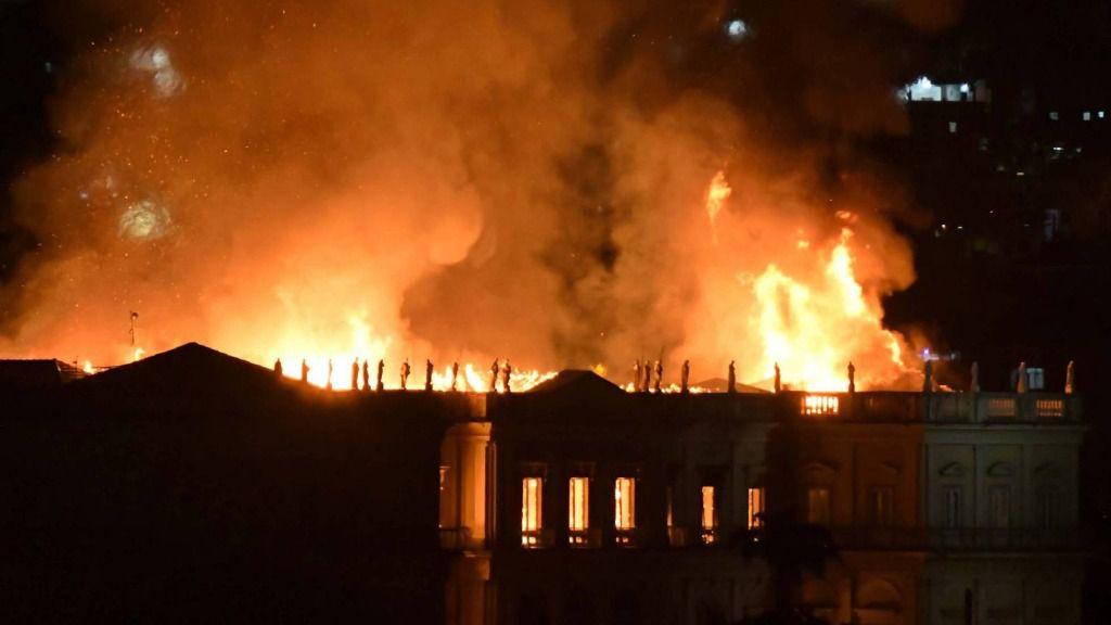 Un incendio consume el Museo Nacional de Río de Janeiro