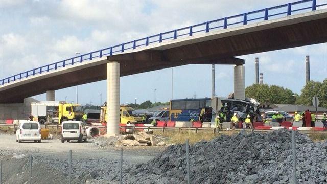 Cuatro fallecidos en un grave accidente de autobús en Avilés (Asturias)