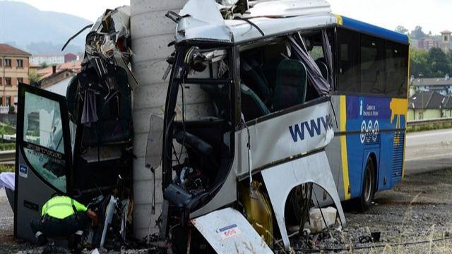 Cinco fallecidos y 16 heridos en el accidente de autobús en Avilés