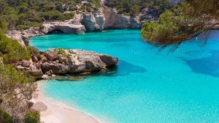 Un bañista de 50 años muere ahogado en una cala de Menorca