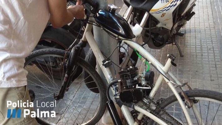 La Policía Local de Palma denuncia y retira una bicicleta con un motor de explosión casero