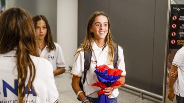 Familiares, amigos y miembros del CNA dan la bienvenida a María Perelló