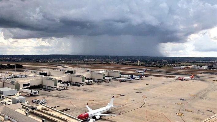 Las tormentas provocan dificultad y retrasos para poder aterrizar con seguridad en Son Sant Joan