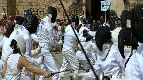 Celebran en Palma un 'flashmob' por el Día Mundial de la Esgrima