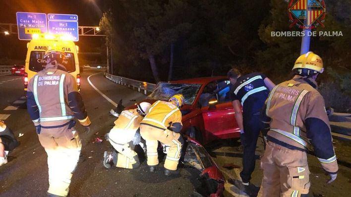 Siete heridos en un choque frontal y una colisión en cadena junto a los túneles de Génova de Palma