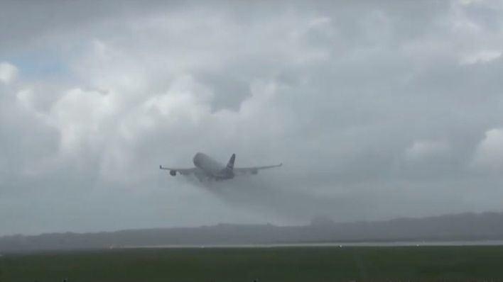 Retrasos en el Aeropuerto de Palma, en los trenes y retenciones en las autovías por la lluvia