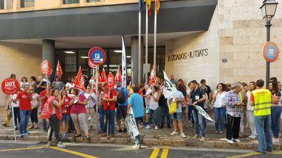 Interinos de Justicia se manifiestan en Palma para evitar 300 despidos en Baleares