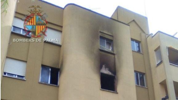 Incendio y edificio desalojado en Son Oliva al arder la batería de un teléfono móvil