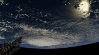 Florence se convierte en huracán de categoría 2 pero sigue siendo mortal