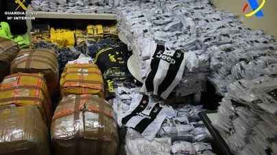La Guardia Civil incauta 7.729 prendas falsificadas en el aeropuerto de Palma en dos operativos