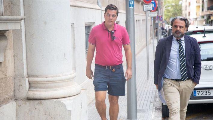 Los dos hermanos investigados por falsas intoxicaciones en hoteles niegan su implicación en la trama