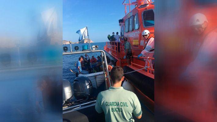 Interceptan una patera con 12 tripulantes navegando a dos millas al sudoeste de la isla de Cabrera
