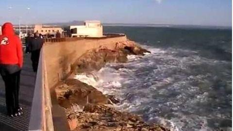 En estado grave un joven precipitado sobre las rocas del Dique del Oeste en Palma