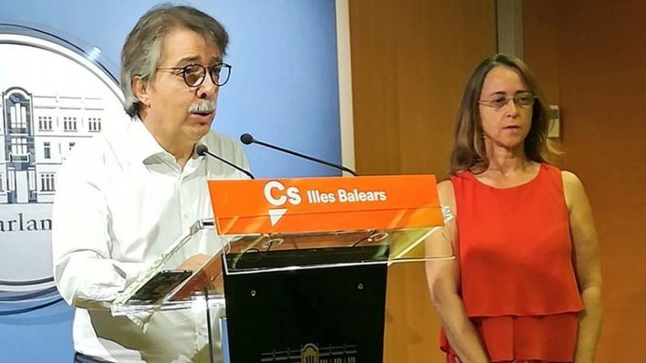 Cs pide en el Parlament que el Govern enseñe los certificados de catalán de sus altos cargos