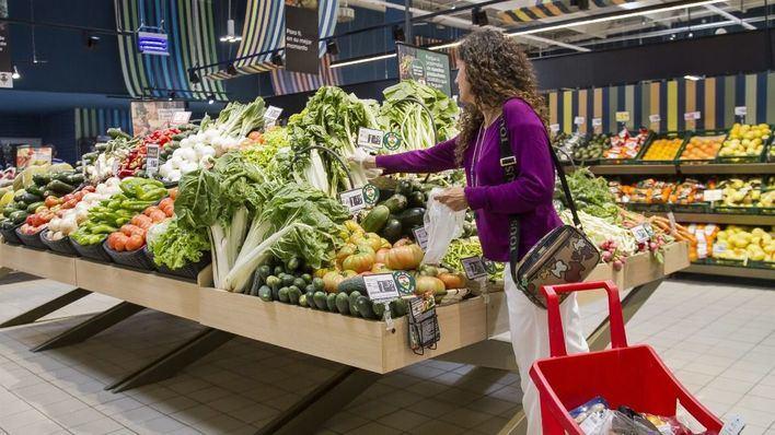 Elegir 'super' permite ahorrar 947 euros al año en la cesta de la compra