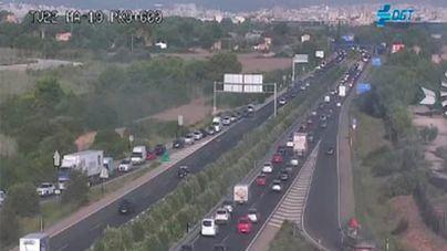 Autopista del aeropuerto a primera hora de este miércoles en las pantallas del Consell