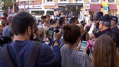 Residentes de Son Banya protestan en Cort y el Ayuntamiento responde que no habrá casas para los narcos