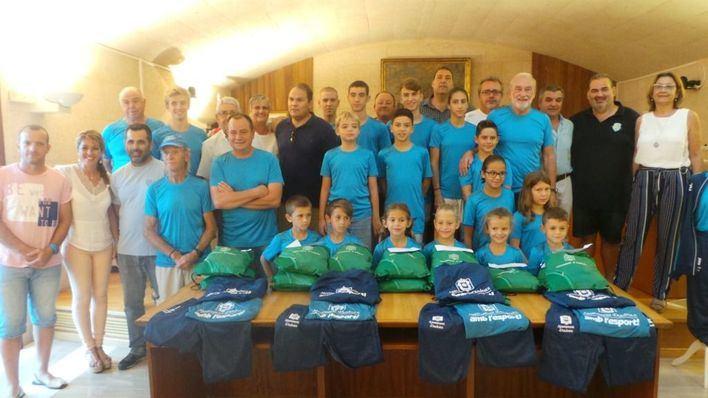 Andratx entrega chándals a los 18 clubes del municipio para homogeneizar la imagen