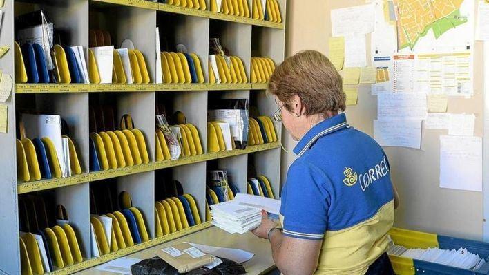 Un total de 1.210 personas se examinan en la UIB para cubrir 49 empleos fijos de Correos en Balears