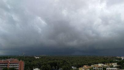 Entra octubre con riesgo importante de tormentas, viento y oleaje en el norte de Balears